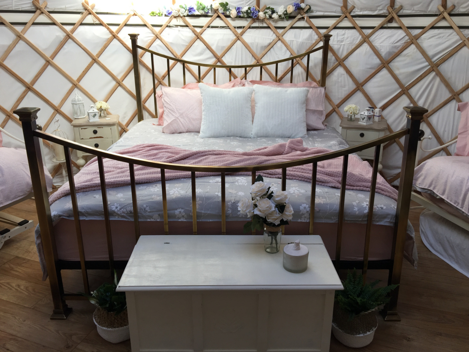 Potter's Lodge romantic yurt with superking size bed